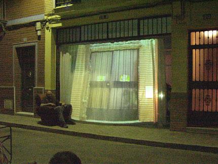 en la puerta del estudio aparacieron todas las puertas del barrio...