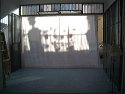 una cortina nos sirvió de pantalla de proyección improvisada