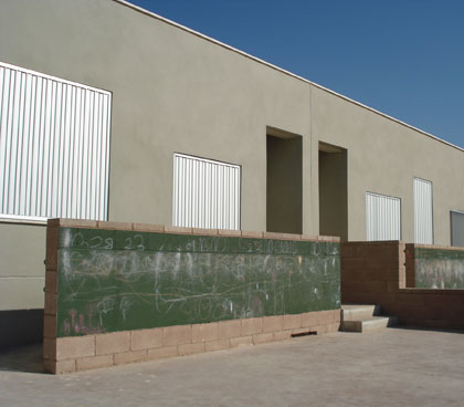 se puede dibujar en los pretiles de las rampas de salida al las aulas exteriores de infantil